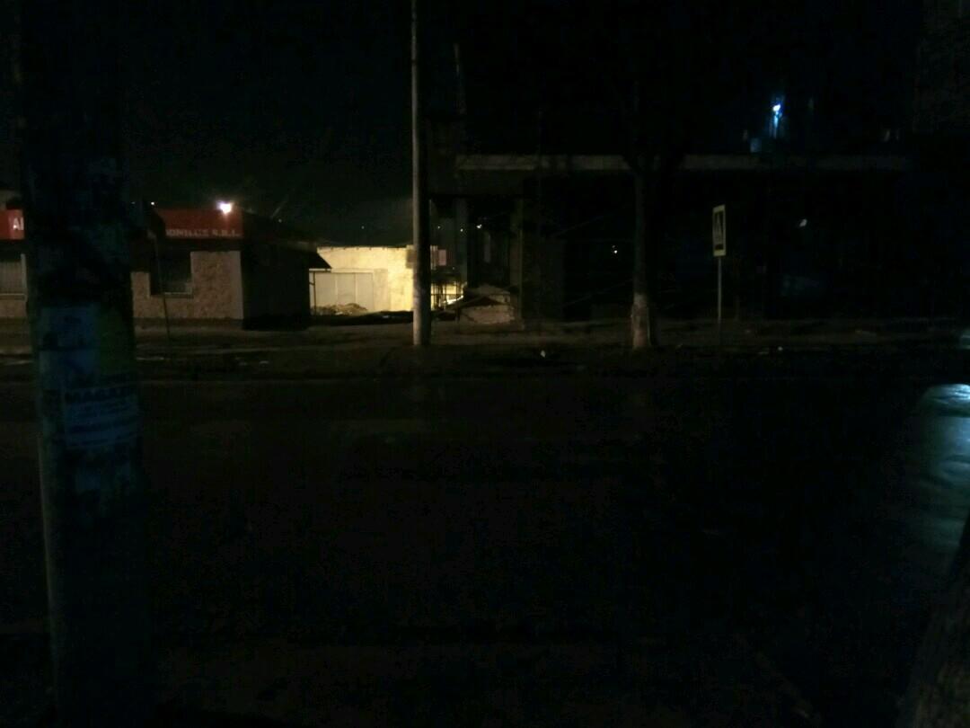 Trecerea pentru pietoni de pe str. Vasile Lupu intersecție cu str. Gheorghe Codreanu, pe timp de noapte.