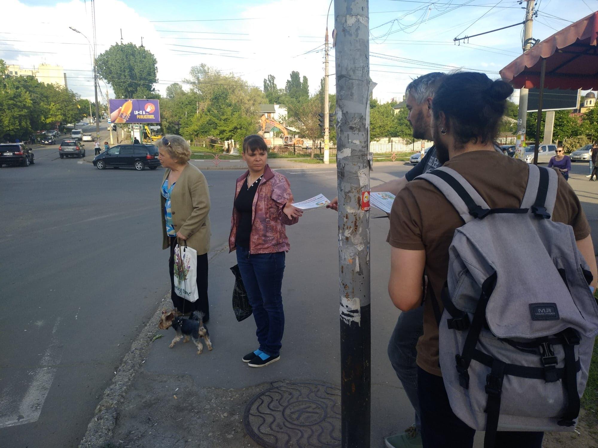 Locuitorii de la Poșta Veche au fost invitați la discuție prin distribuirea a 250 de fluturași