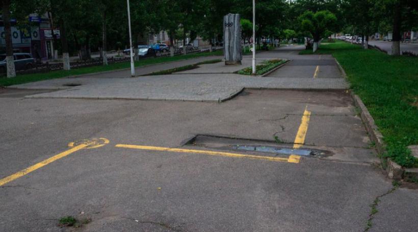 Pista de bicicliști amenajată pe bulevardul Grigore Vieru, anul 2014