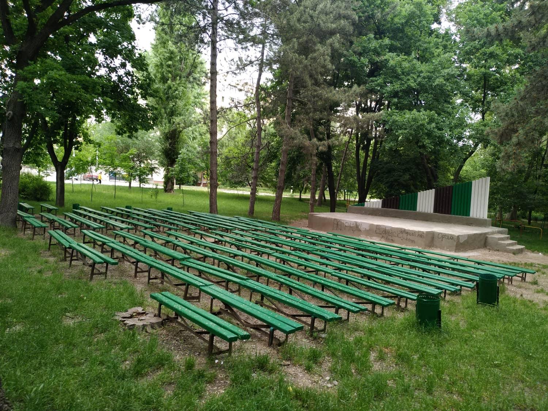 Teatrul de vară din parcul Alunelu. Un spațiu bun pentru consultări publice și consolidarea unei comunități neutilizat și prost îngrijit.