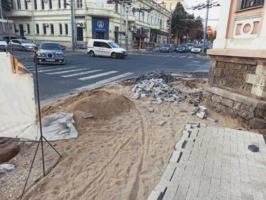 Intersecția str. București și Pușkin, din diferite puncte de vedere. 23-24 septembrie 2020. Surse: facebook.com/IonAndronache și Primăria Mea