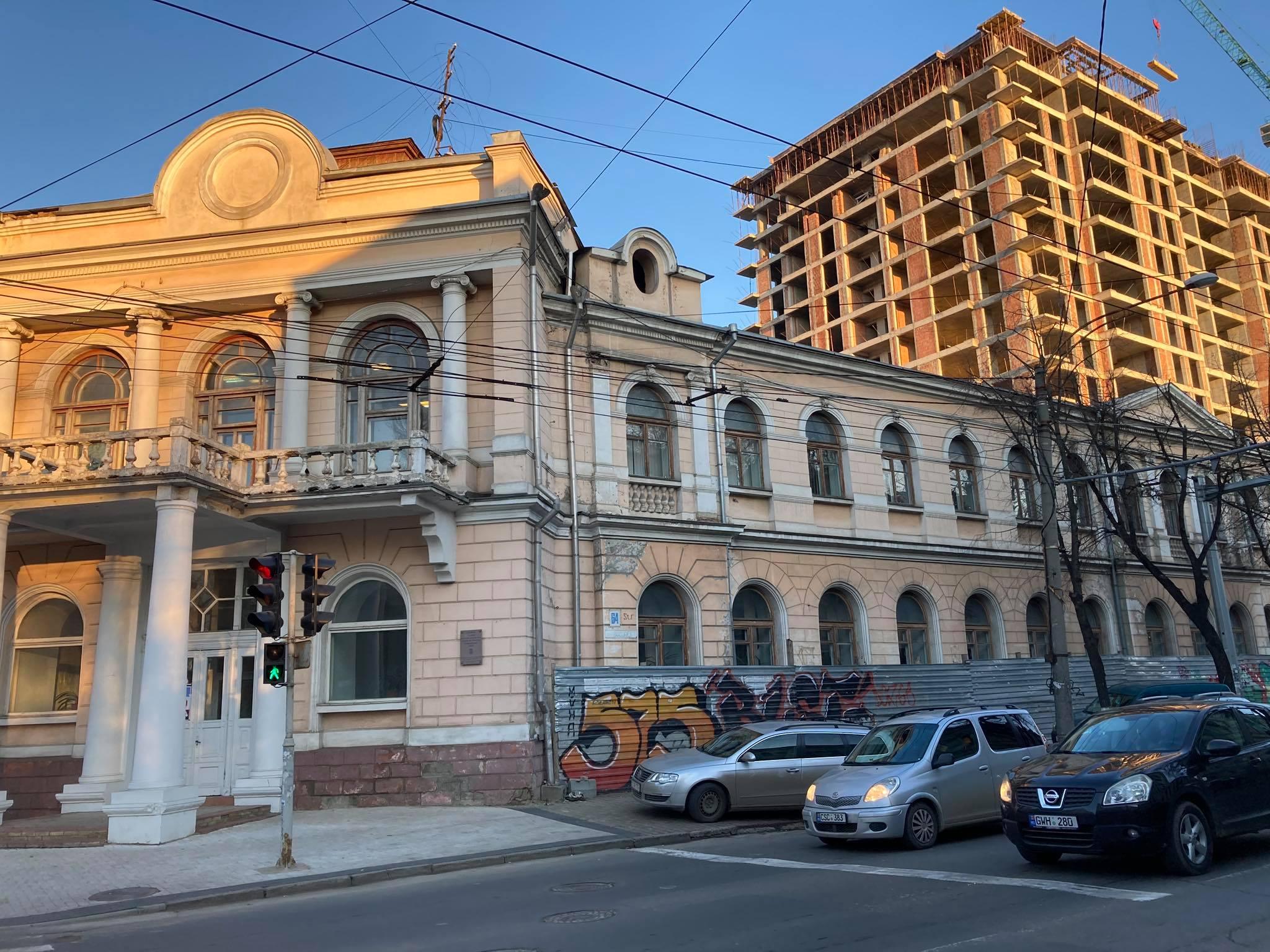 Lipsa unui PUZ Centru a condus la distrugerea monumentelor de arhitectură și înălțarea unor blocuri care nu se înscriu armonios în această zonă