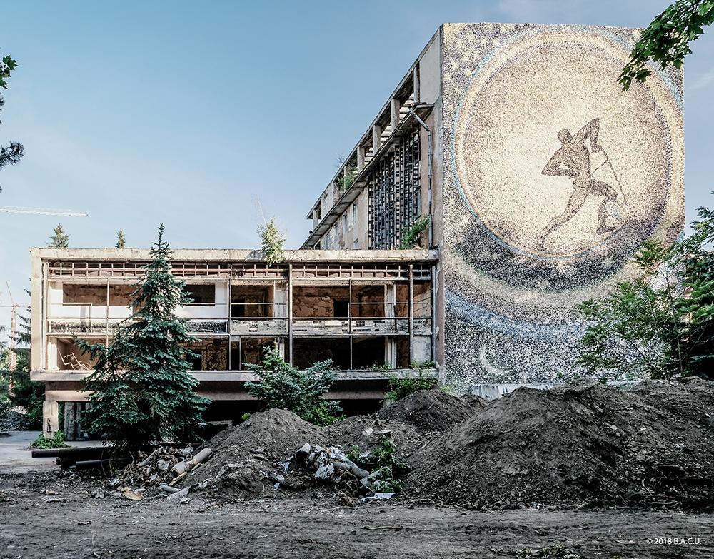 Plugarul Cosmic al lui Aurel David. Sursa: https://romd.socialistmodernism.com/wp-content/uploads/2018/08/DSCF9580-2.jpg
