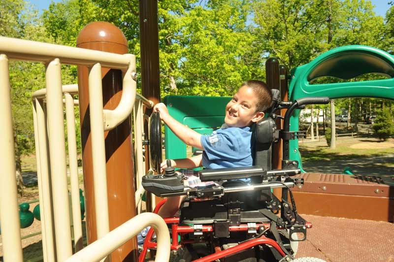 Sursa foto: https://www.sunrisemedical.com/livequickie/blog/september-2019/50-accessible-playgrounds-across-america