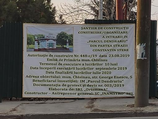 Panou informativ la poarta de acces în parcul Dendrariu. Sursă: Primăria Mea