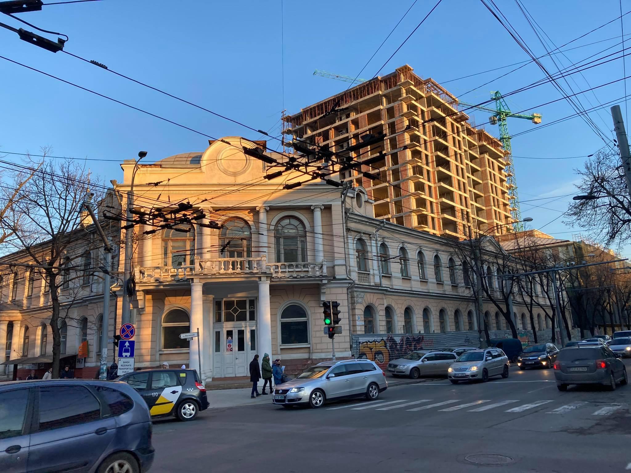 Controversata construcție pe scheletul conacului Râșcanu-Derojinschi, aritectul fiind Victor Grozavu, actual membru CNMI